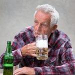 Verträgt man im Alter weniger Alkohol?