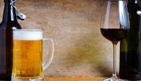 Wein oder Bier: Die Auswirkungen von Alkohol auf die Gelenke